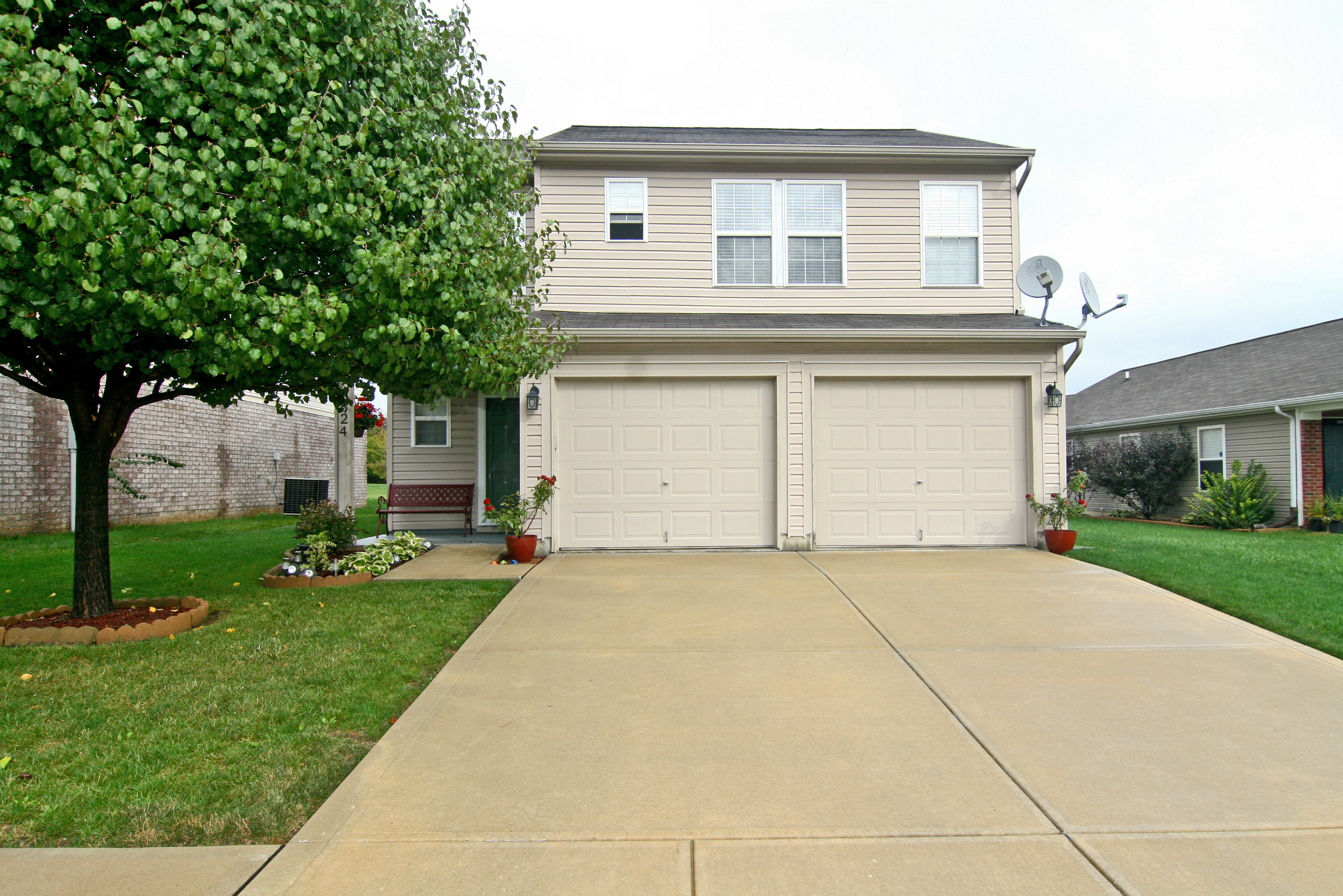 just listed 824 daybreak drive avon stories of sold